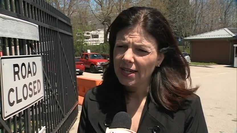 Sen. Kelly Ayotte speaks to WMUR reporter Jennifer Crompton at the Portsmouth Naval Shipyard