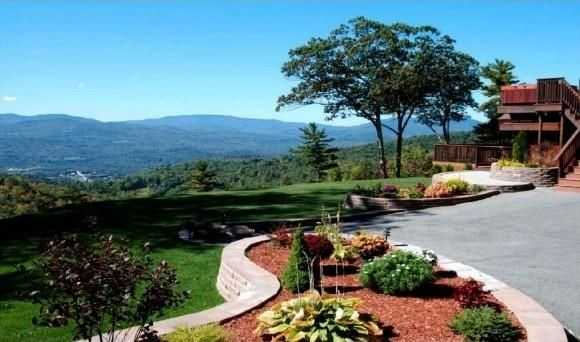 The home offers stunning views of the White Mountains and a finely landscaped yard.