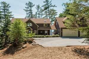The single family home sits on a 0.89-acre lot.