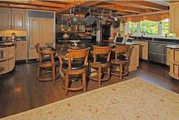 The home offers a large chef's kitchen.