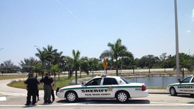 Deputies investigate a shooting on Southern Boulevard. (Angela Rozier/WPBF)