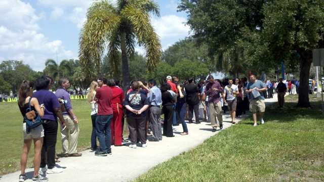 Students line up at FAU a couple hours ahead of Obama's speech there. (Ashley Walsh/WPBF)