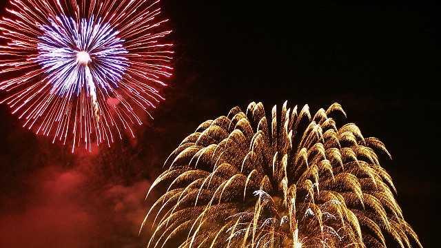 Watch fireworks. (Amani Hasan/flickr)