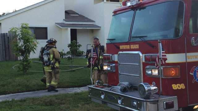 Seven people rushed out of this home in Boynton Beach during an early-morning fire on Thursday. (Photo: Chris McGrath/WPBF)
