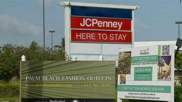 Palm Beach Fashion Outlets sign next to Palm Beach Mall sign