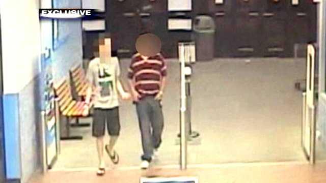 090512 Walmart teen on surveillance video