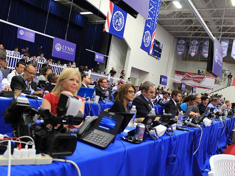 Scribes gather in the media center to watch the final debate. (Photo: John P. Wise/WPBF)