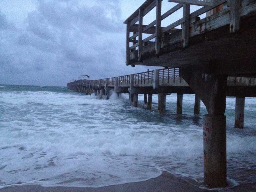 Thursday morning began with rough surf near the Lake Worth Pier. (Photo: Chris McGrath/WPBF)