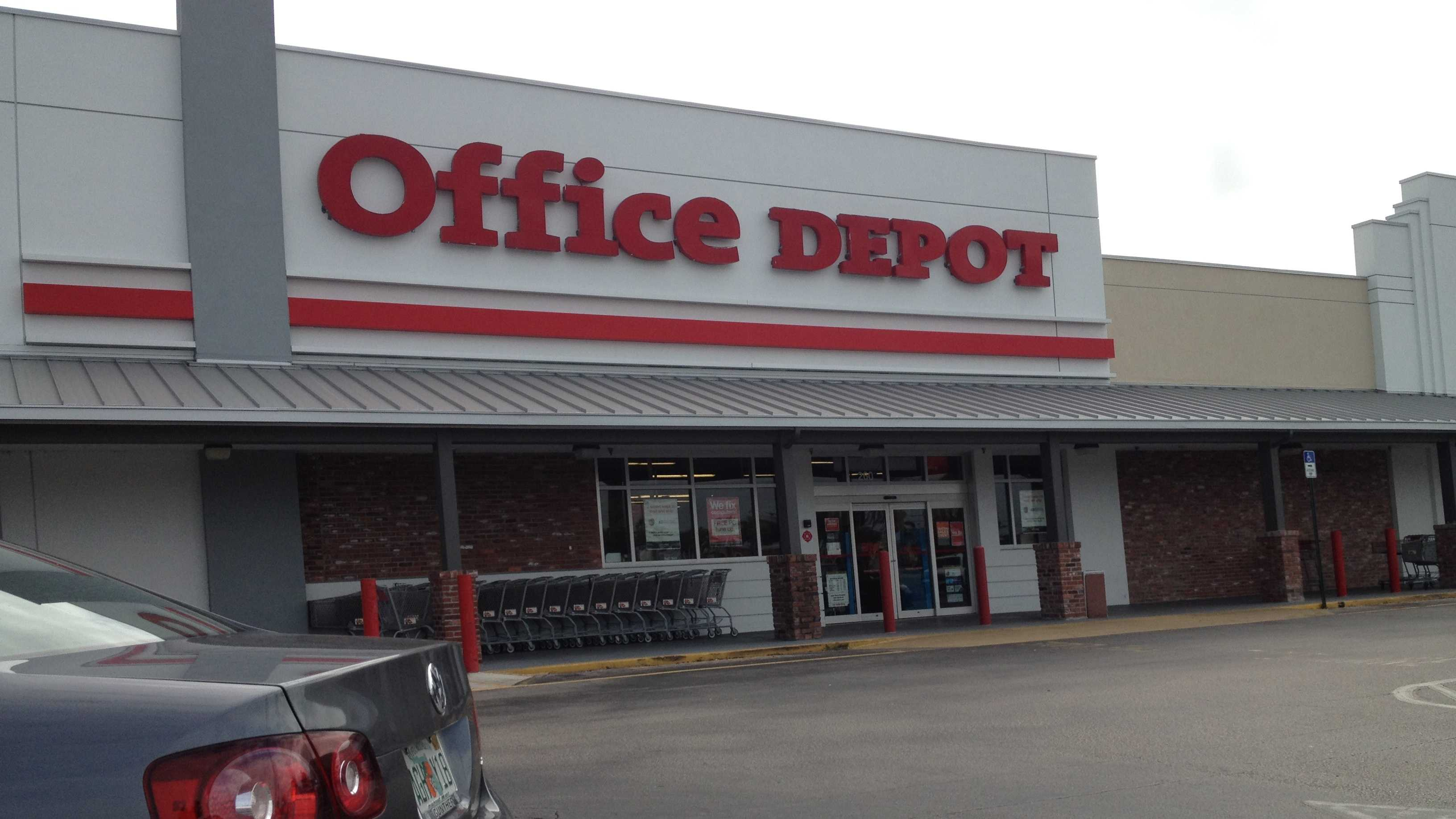 Police say three Office Depot employees were robbed in the parking lot while leaving the store on Nov. 11. (Photo: Angela Rozier/WPBF)