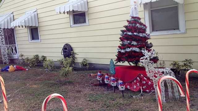 Sure there are some holiday decorations in Candace Ruscoe's yard, but it's what's not pictured that has her posting fliers around the neighborhood. (Photo: Angela Rozier/WPBF)
