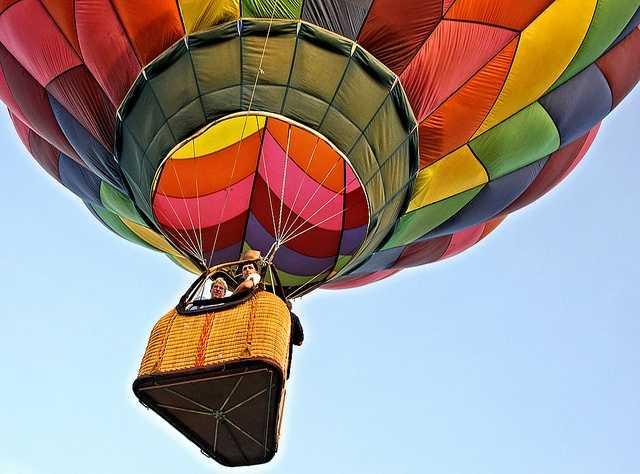 Take a ride in a hot-air balloon. (Photo: dfbphotos/flickr)