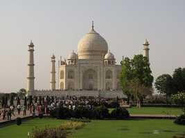 Visit the Taj Majal. (Photo: friar'sbalsam/flickr)