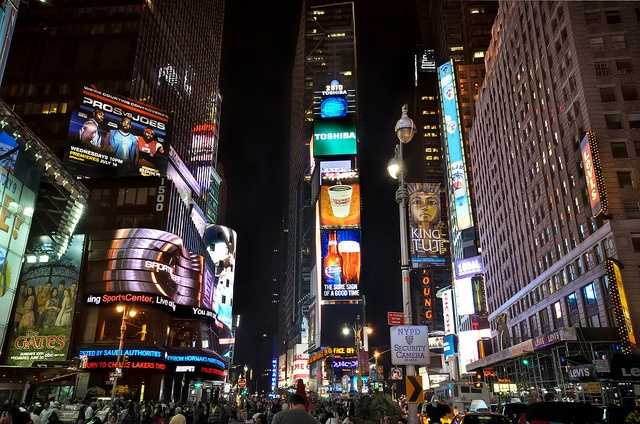 Kiss your love in the middle of Times Square. (Photo: gregknapp/flickr)