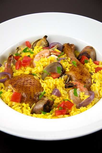 Learn to make paella. (Photo: theculinarygeek/flickr)