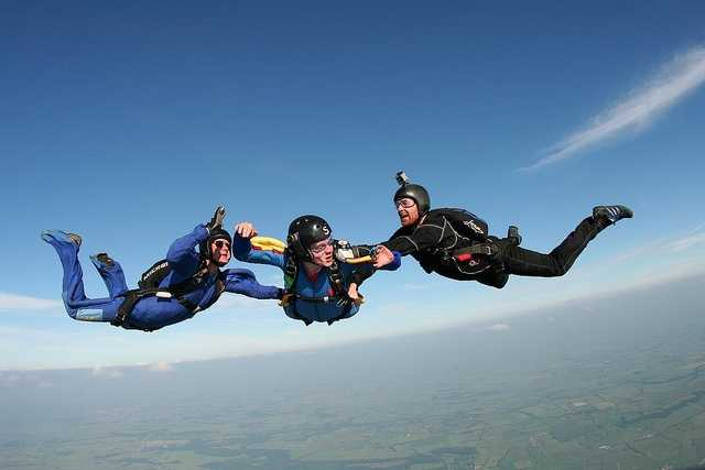 Sky dive. (Photo: wales_gibbons/flickr)