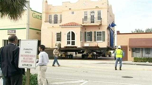 A historic house was moved down major roads Sunday causing a traffic problem in West Palm Beach.