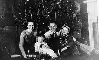 1939: LeRoy Collins and family around the tree.