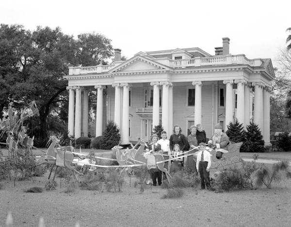 1949: Santa's sleigh on the front yard of the Florida governor's mansion.