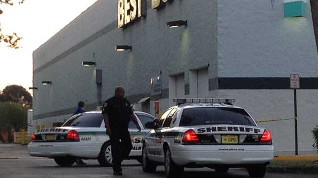 Deputies are looking for three man after this Best Buy in Boca Raton was burglarized. (Photo: Chris McGrath/WPBF)