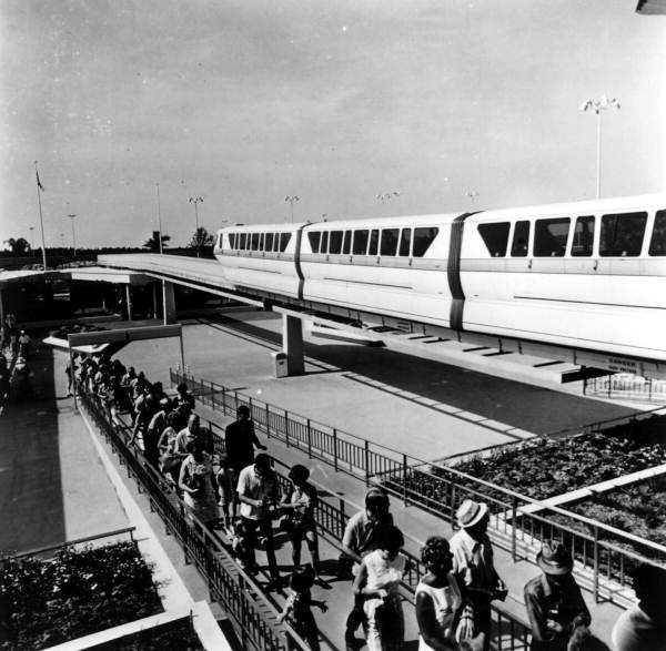 Long line for the monorail.