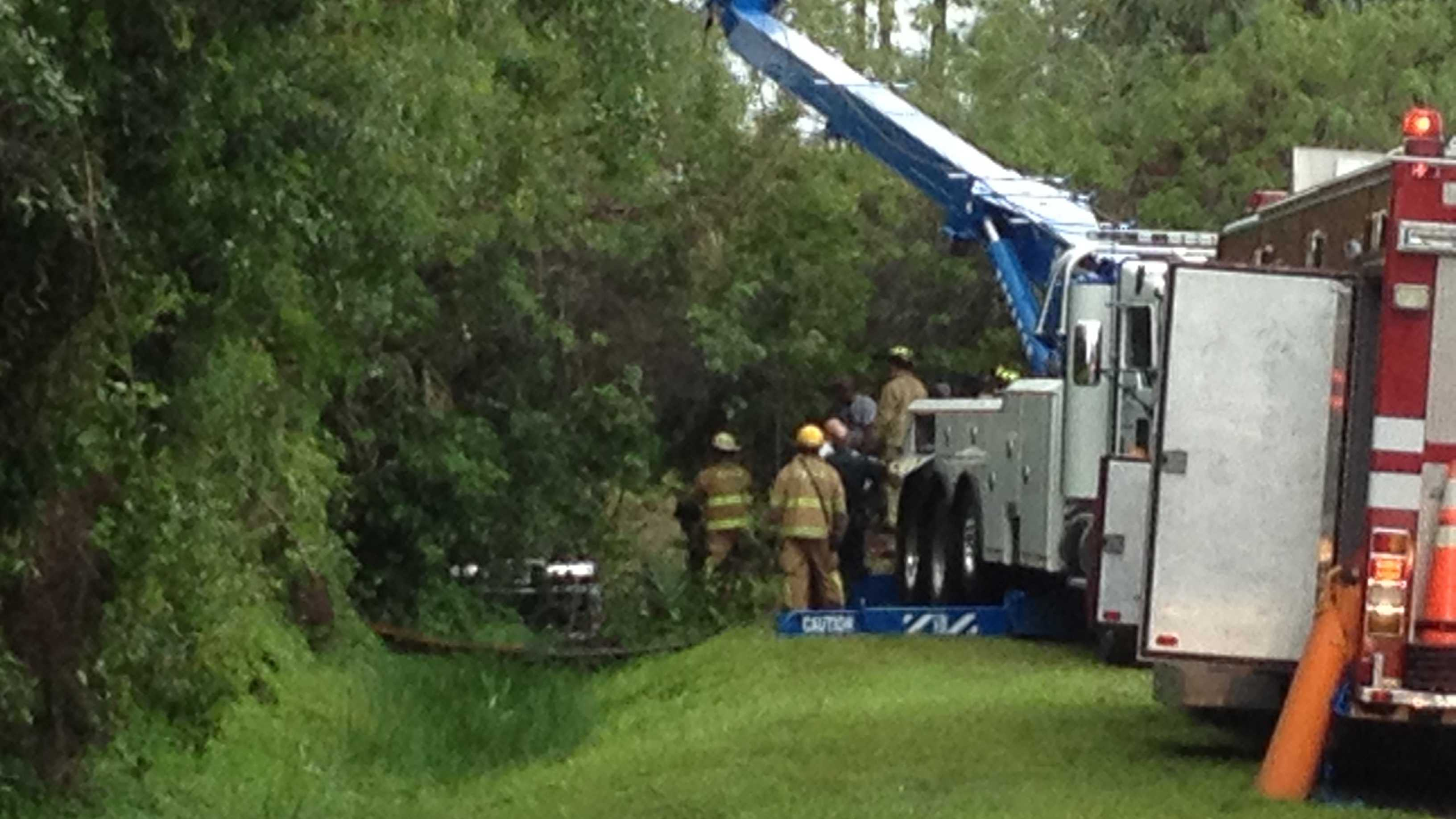 Rescuers extricate car from canal