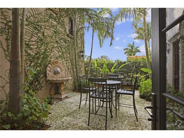 Private sitting area, nestled amongst the vines and tropical trees for relaxation.