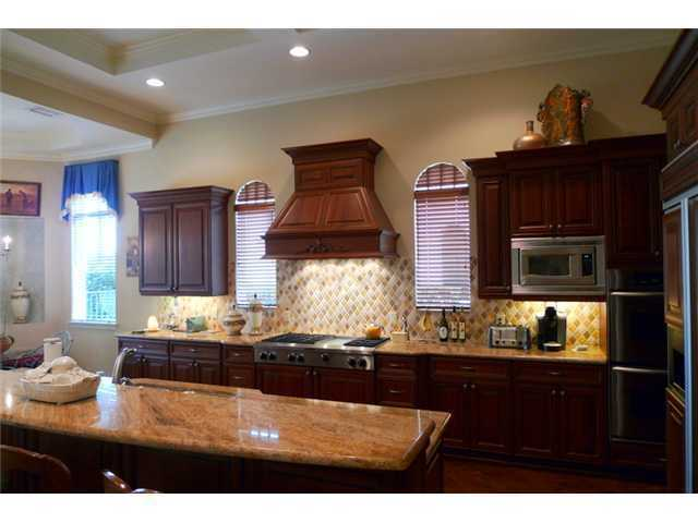 Warm tones throughout the kitchen give off a sense of welcome and family.
