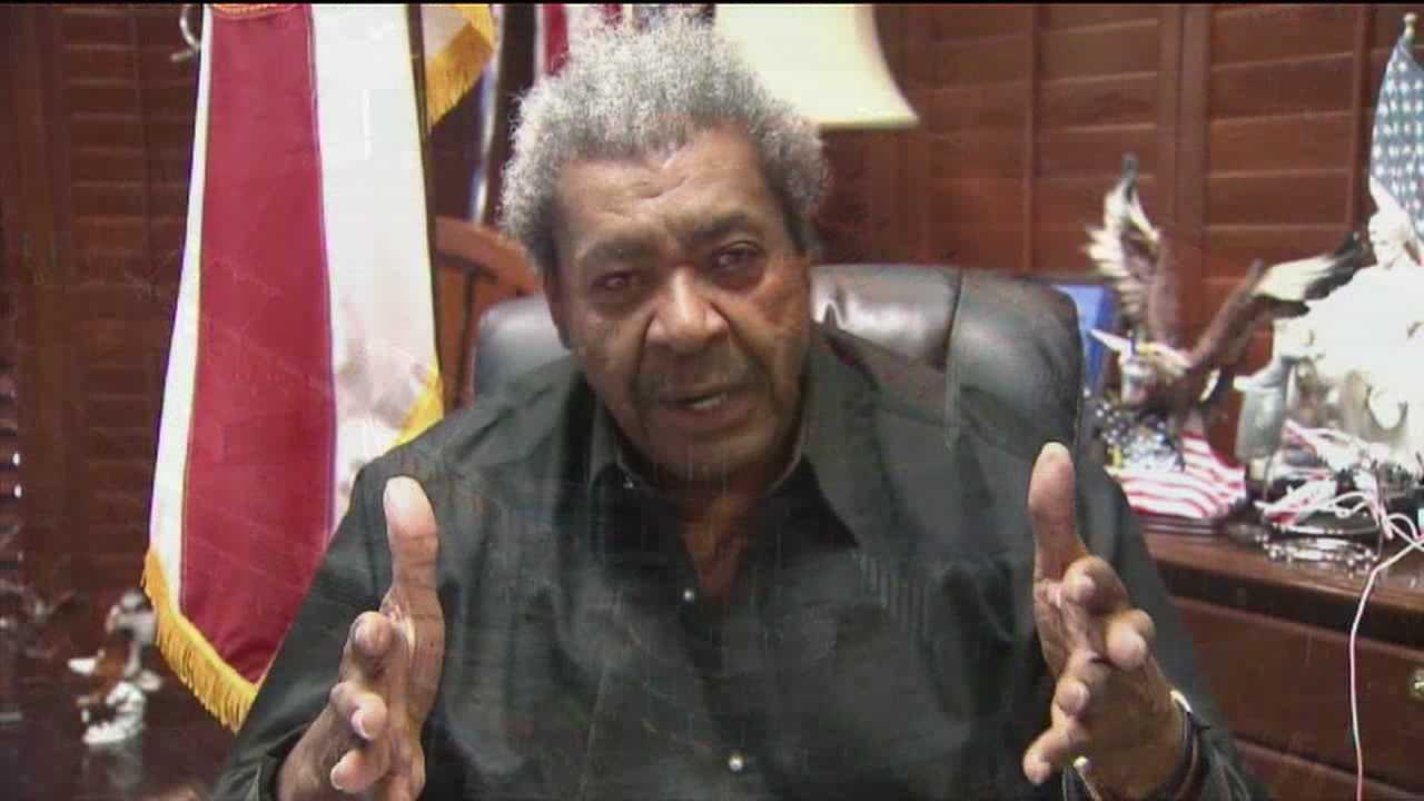 Boxing promoter Don King wants the Miami Dolphins to use his property in Mangonia Park as the team's new home.