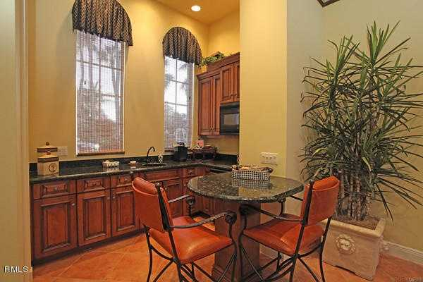 Dining for two? Enjoy your breakfast at the kitchen's custom bar table.