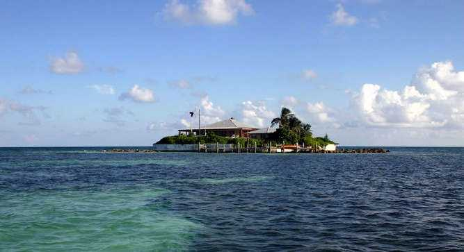 Want to live a life of luxury? Take a tour of 12 private islands that are for sale right now in Florida.