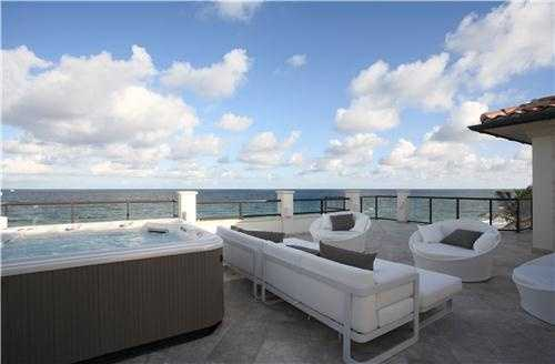Offer your guests a dip in the rooftop jacuzzi while entertaining outside.