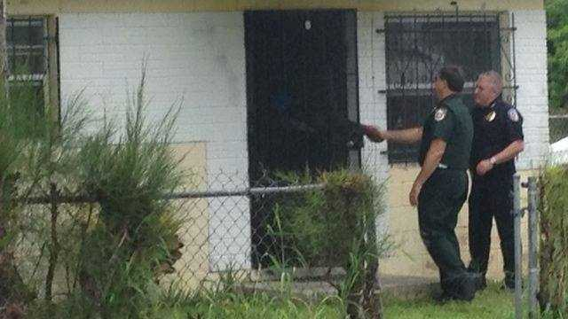 Police and sheriff's deputies meet with residents in Fort Pierce.