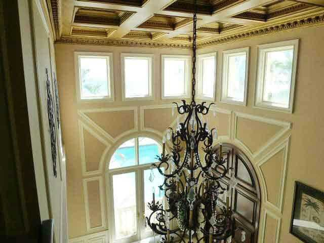 In the foyer, you'll find a vaulted ceiling dramatized by spectacular golden panels and moldings.