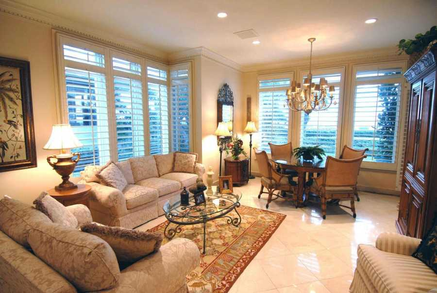 Quaint dining space in a relaxing family room.