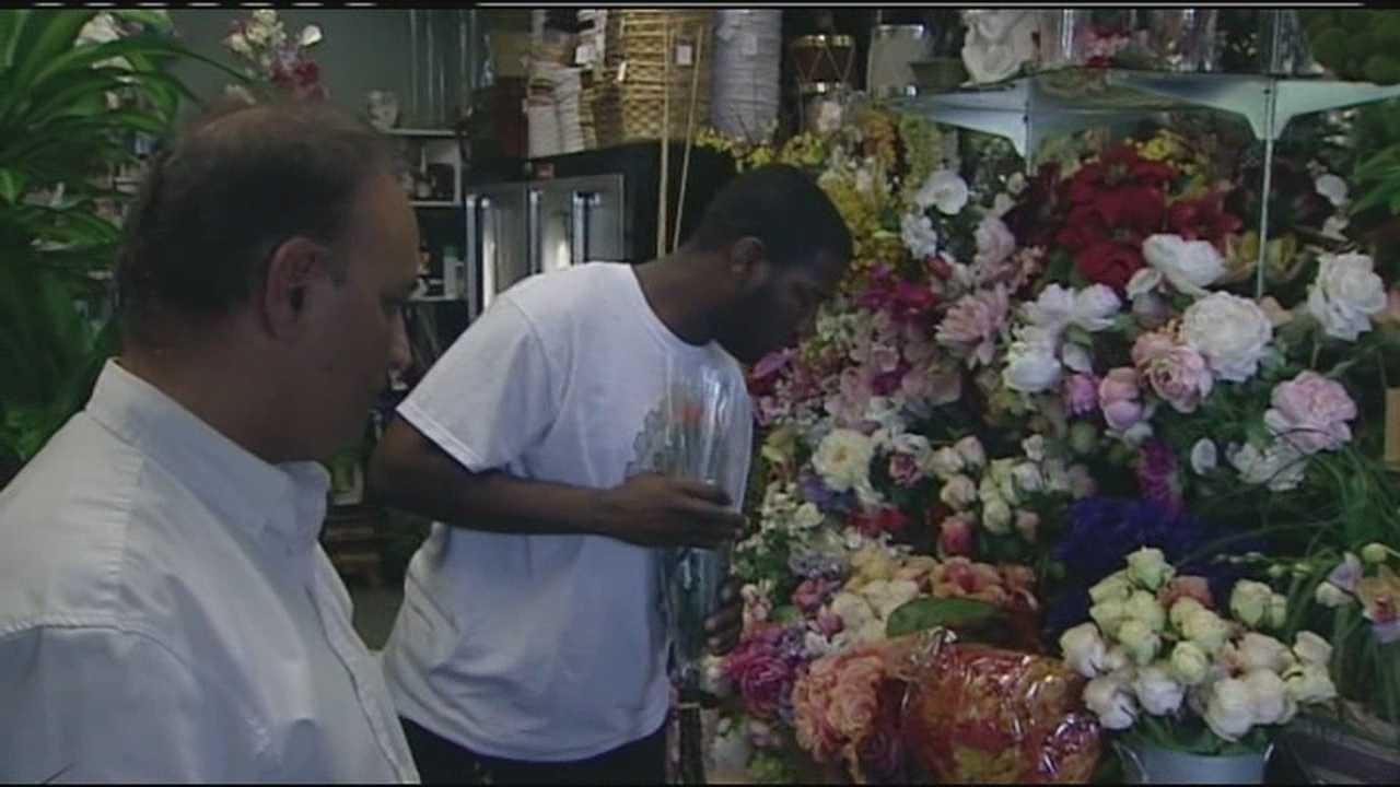 The owner of Flower Kingdom in Palm Beach Gardens hopes to spread good will to the community by giving away a dozen roses to each customer.