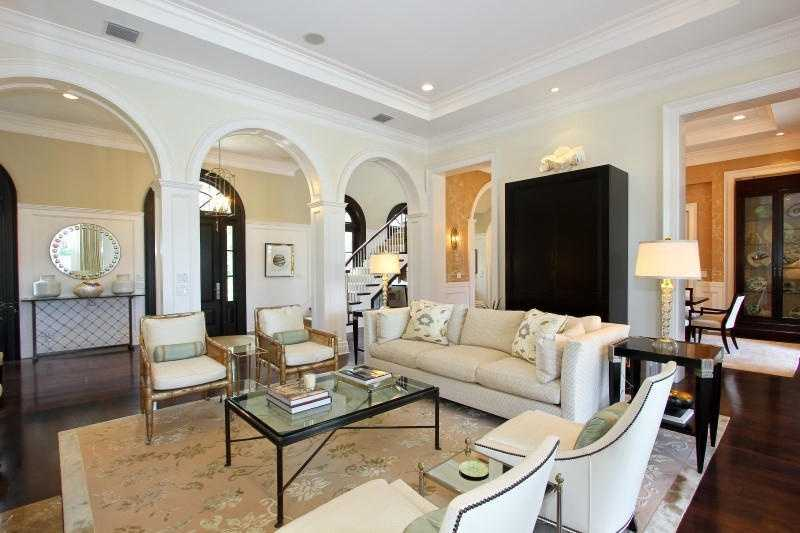 Mediterranean style arcs and pillars compliment the open layout.