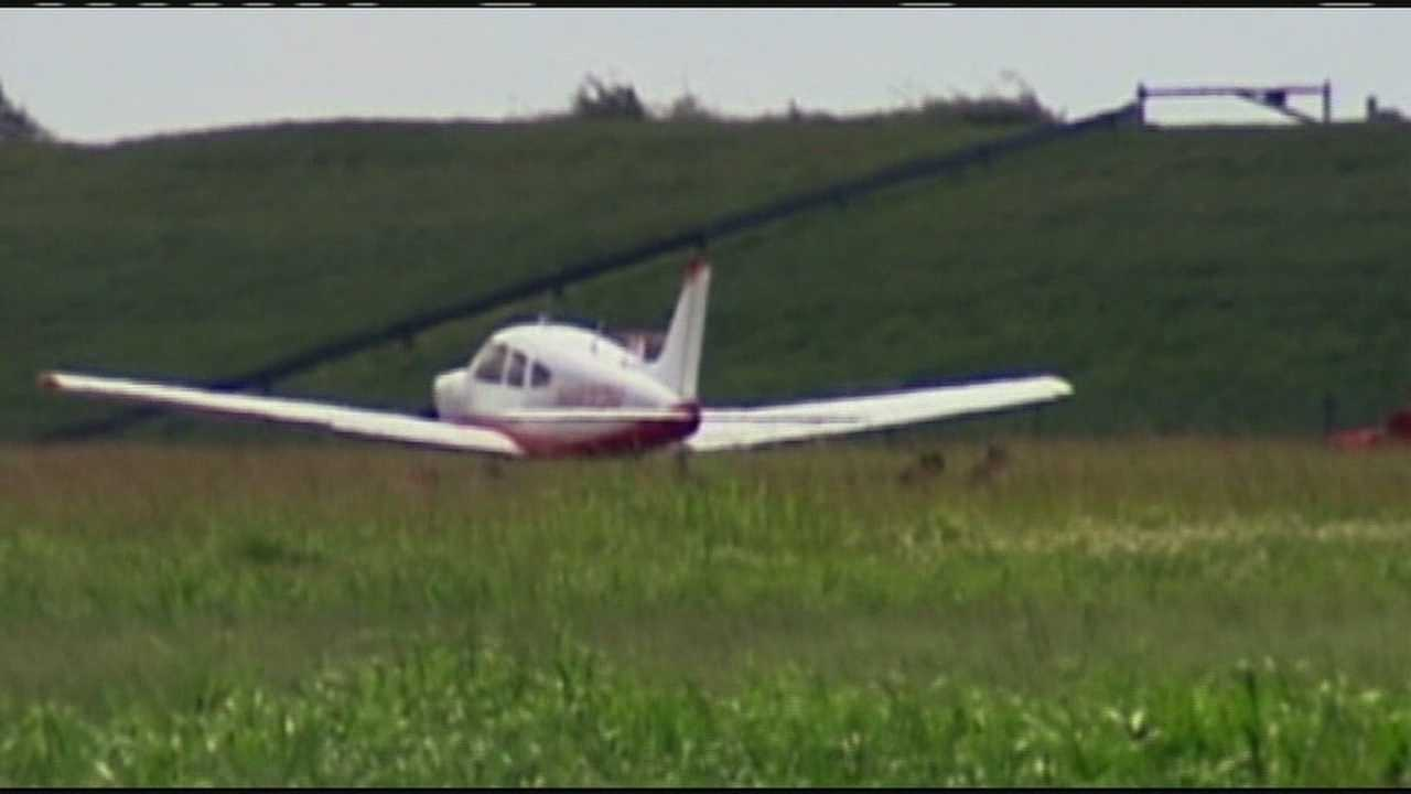 Two people are hurt after a small plane crash in Pahokee.