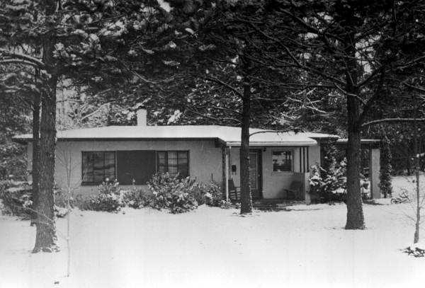 A home in the Indian Head Acres neighborhood surrounded and covered by snow in Tallahassee, Florida. Photograph taken in 1957 or 1958.