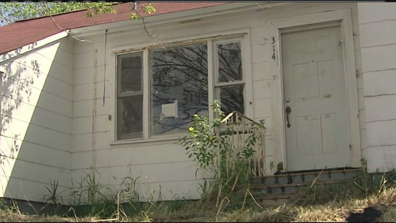 Lake Worth is taking a new approach to deal with the roughly 2,100 abandoned houses in the city.