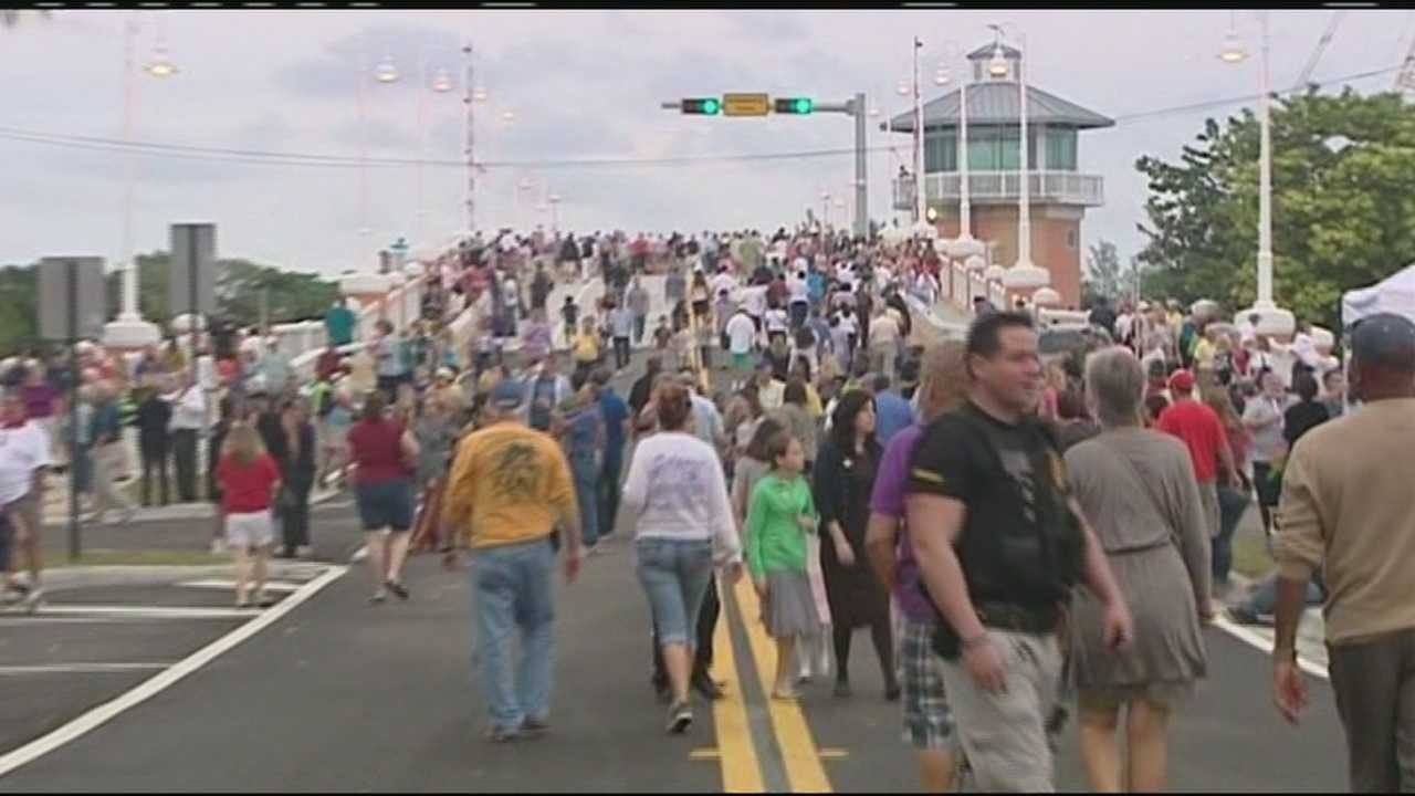 Crowds cross the new Lantana bridge for the first time Saturday.