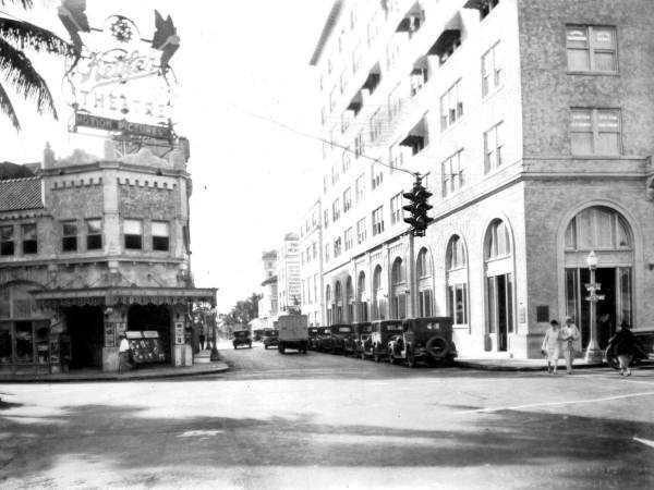 Kettler theatre and Citizen Bank, 1927.