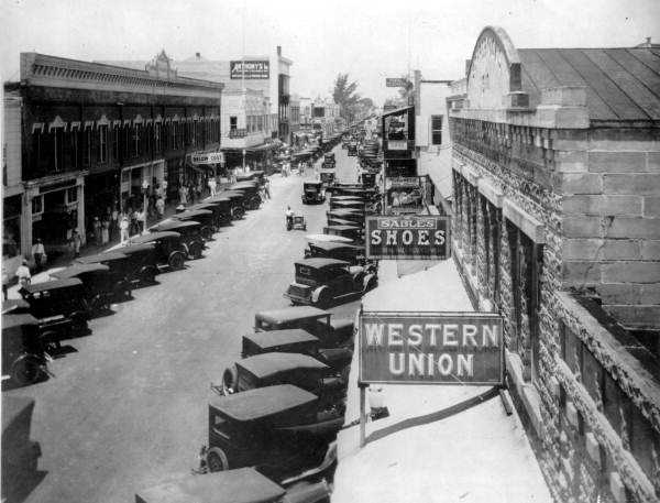 View looking west on Clematis Street with Olive Avenue in center, 1927.