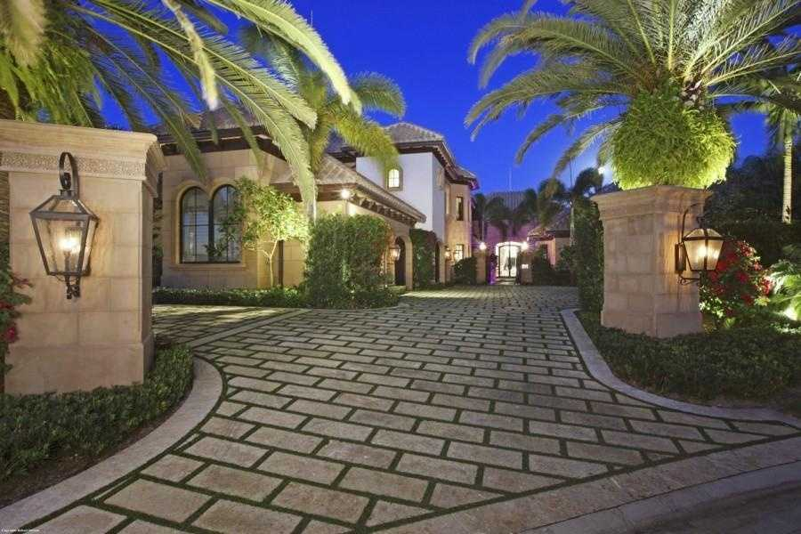 Besides reaching a sprawling 9,329 sq. ft., this magnificent estate offers an unobstructed view of the Intracoastal and Wildlife Preserve.
