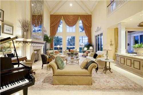 This view showcases not only the sublime interior decor, but also the beautiful views.