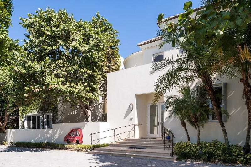 For more information on this contemporary masterpiece, visit Realtor.com .
