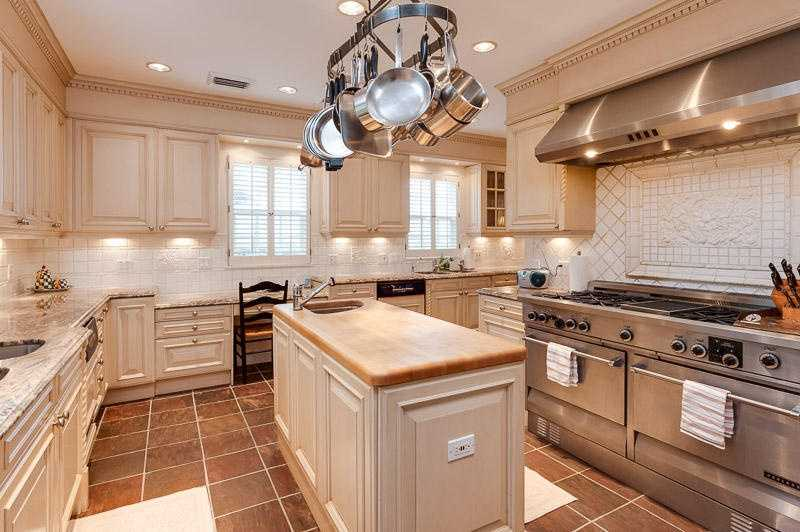This kitchen would make any chef very, very happy.