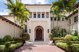 This looks like your typical $35 million mansion! The 27,000-square-foot Boca Raton spread has eight bedrooms and SIXTEEN bathrooms, plus a great pool with a waterfall, an outdoor dining area and a game room to rival any arcade. (All photos: Andy Frame)