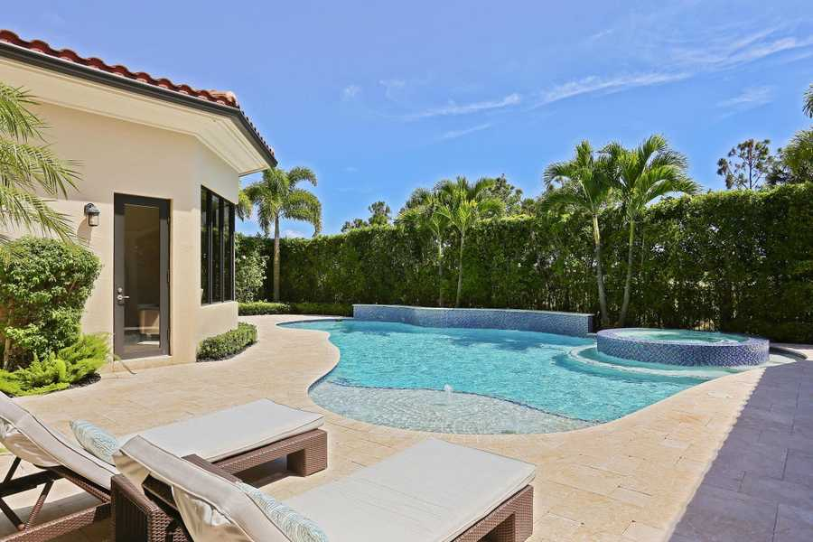 View of the pool and jacuzzi.