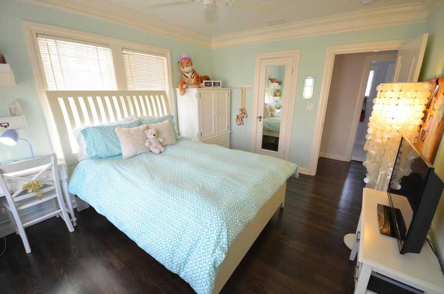 One of the two remaining guest rooms. Also with hardwood floors.
