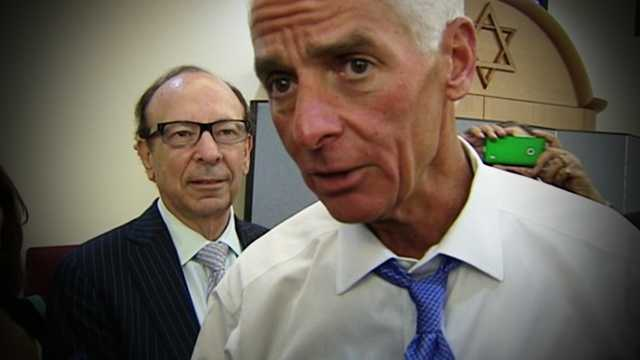 Thursday was Charlie Crist's turn to connect with voters in Palm Beach County, as the Democratic challenger visited a temple in Boynton Beach.